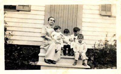 Sarah Hartley Shepherd and Grandchildren