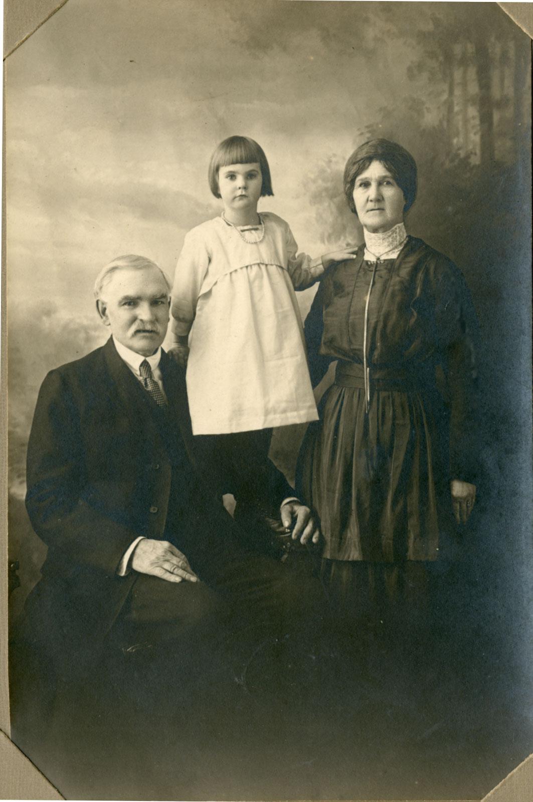 Isaac Nicholson, Thora (Nicholson) Reeves, Sarah Nicholson, circa 1919