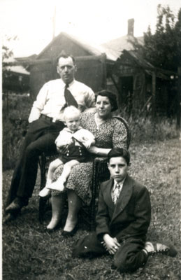 Elsey and Jane Allen, Sons Terry and Henry, Circa 1931