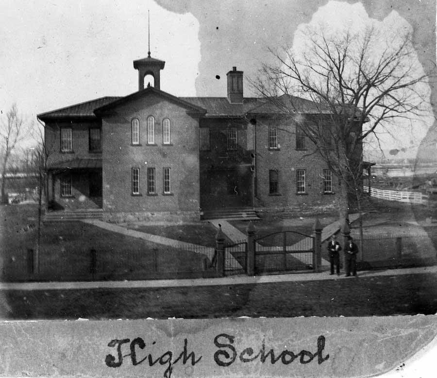 Première école secondaire à Hawkesbury. - First High School in Hawkesbury.