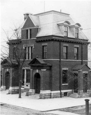 Ancien bureau de poste. - Old Post Office.