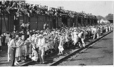 Royal Visit, 1939 - A section of the crowd at Glencoe station, Glencoe, Ontario (enlarged view)