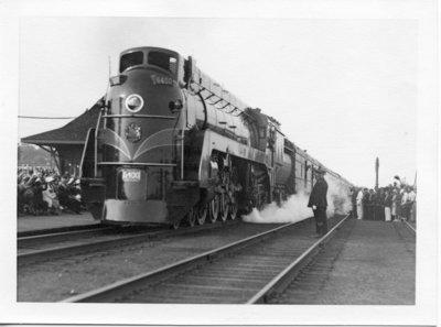 Royal Visit, 1939 - Royal Train arrives at Glencoe, Ontario