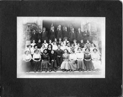 Portrait of an unidentified senior school class.