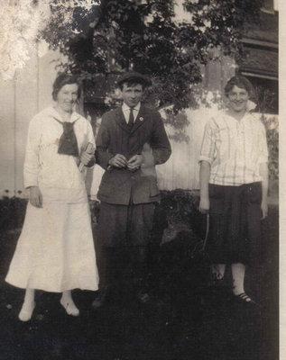 Stella McFadden, J. E(?) Cunningham, Vera Bussell