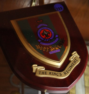 Presentation shield with the crest of the King's Regiment (U.K.)