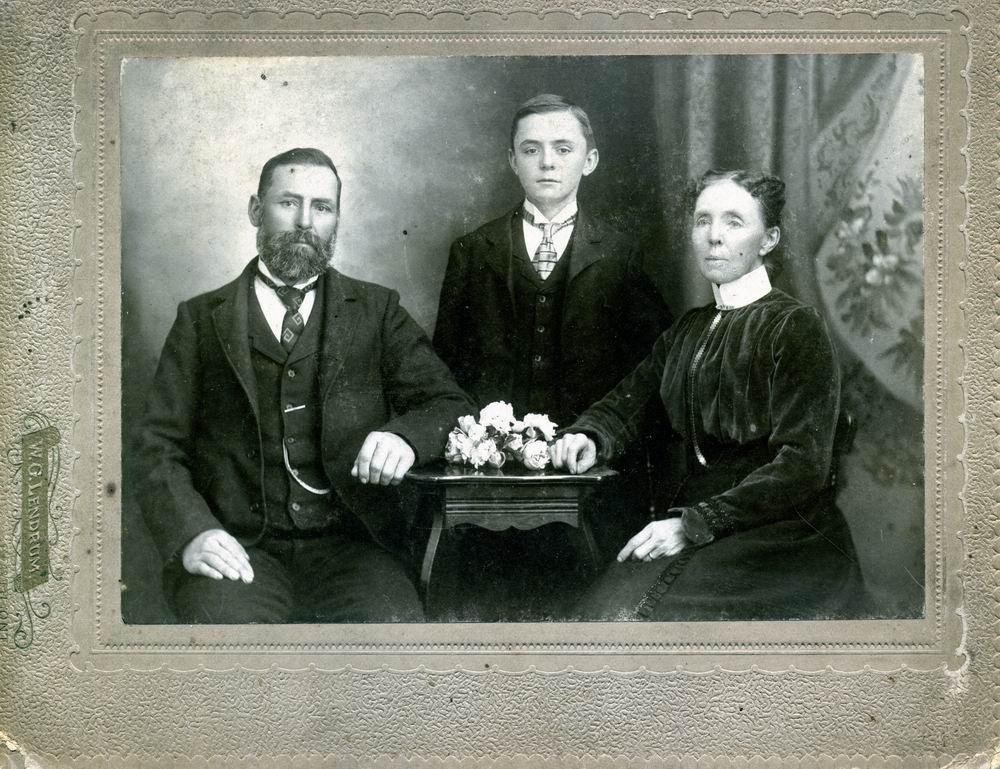 Mystery family photo