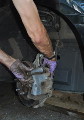 Peter Changes Brakes on 2010 Altima