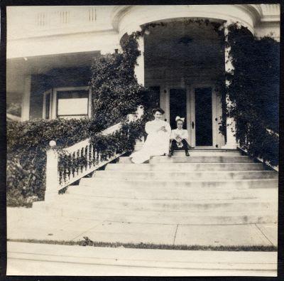 Ann Hopper (Flett) and Hazel Chisholm at Mount Vernon