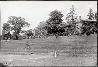 Erchless tennis courts