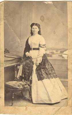 Cabinet photograph of a woman