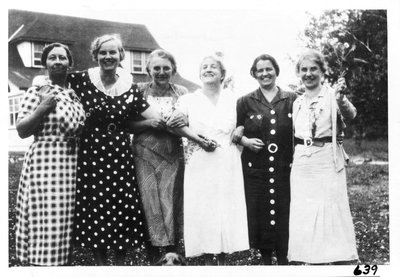 Wives of curlers on a summer outing