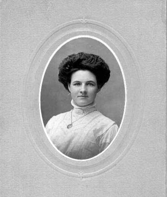Studio photograph of an unidentified woman, Smiths Falls