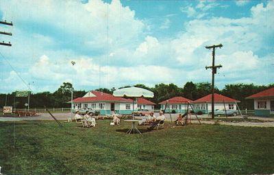 Crescent Court Motel, Smiths Falls postcard