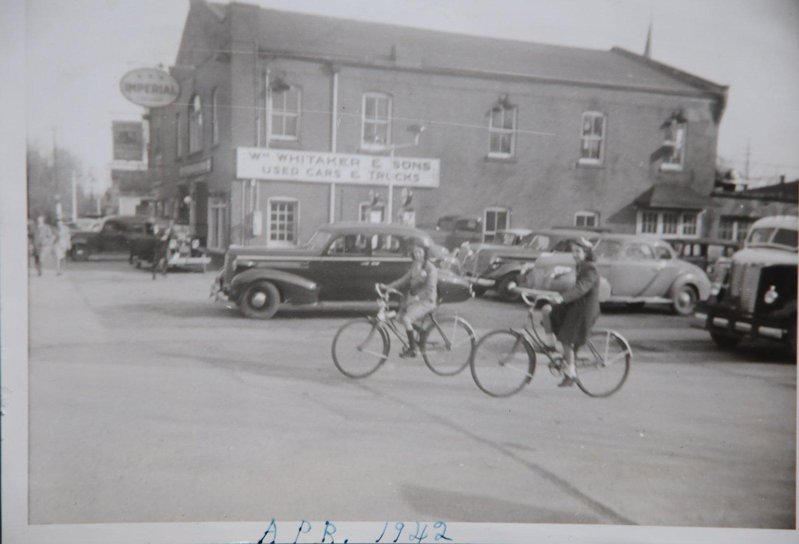 Corner of Trafalgar & Dundas, 1942