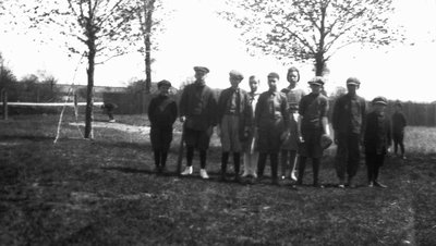 Chester with Leaskdale school children & North School, ca.1924.  Leaskdale, ON.