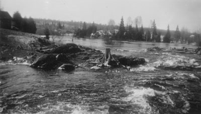 Floodoing near the McAmmonds cabins on the Deer River, 1922