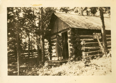 First cottage of Lake Whitestone (Karbehuwe), 1937