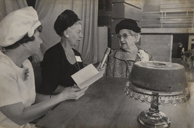 Members of the Women's Auxiliary of Waterloo Lutheran University with the Seminary cake