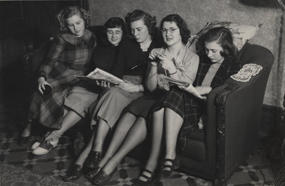 Waterloo College students in dormitory, 1949