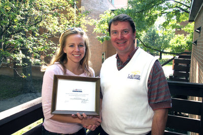 Shayna Guenther accepting Alumni Association Volunteer Awards