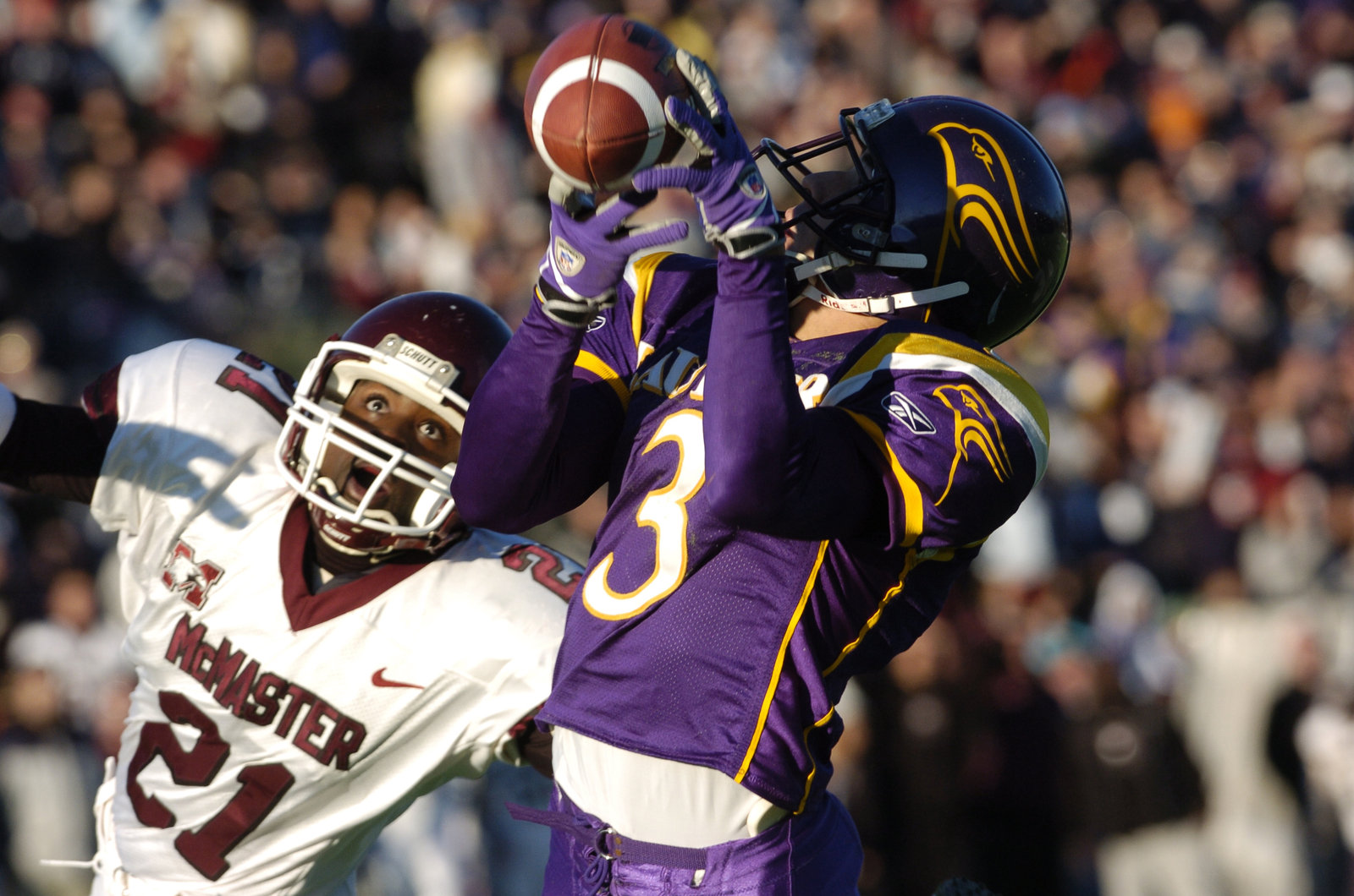Andrew Agro makes a reception during the 2004 Yates Cup