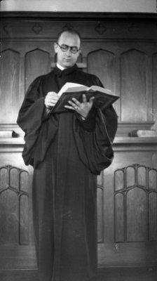 Earle Shelley in the Willison Hall chapel