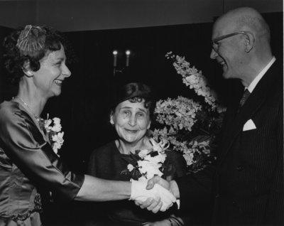 Elizabeth Villaume shaking hands with Urho Kekkonen