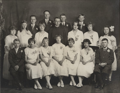 St. Peter's Evangelical Lutheran Church confirmation class, 1925