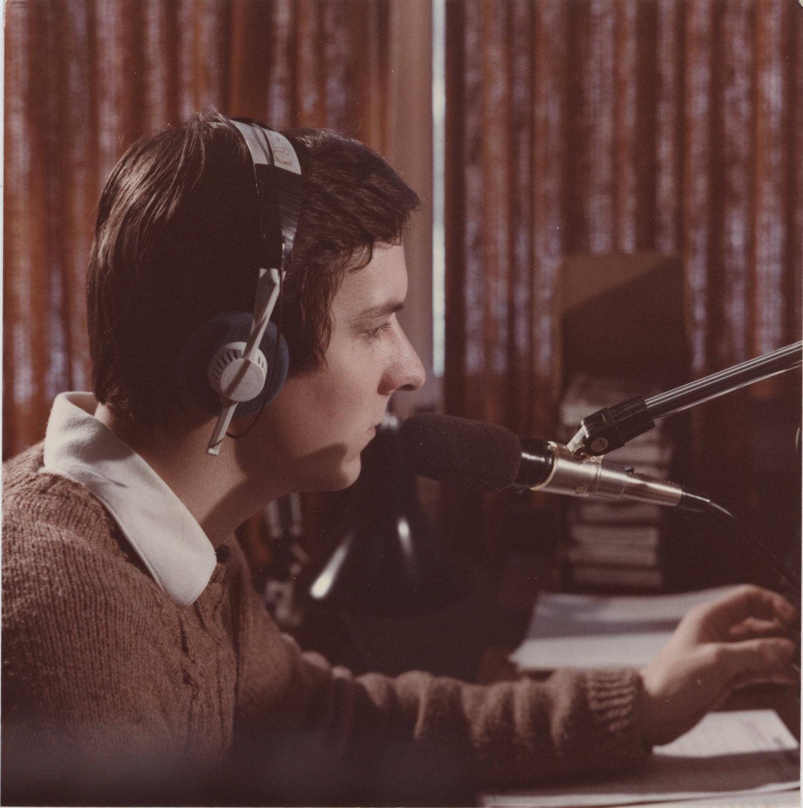 Radio Laurier disc jockey