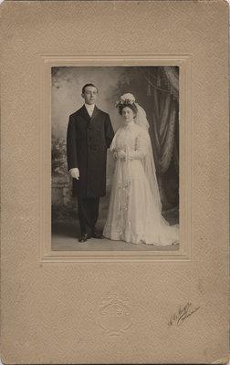 W.H. Knauff and Alberta Ritzer wedding portrait, 1909