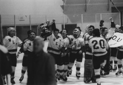 Wilfrid Laurier University men's hockey team with Queen's Cup