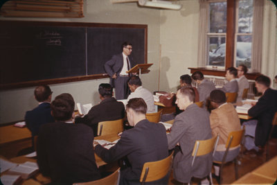 Ulrich Leupold lecturing in classroom