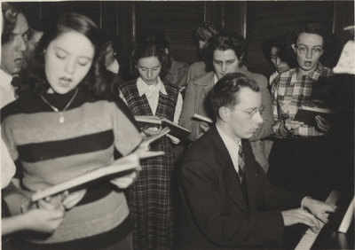 People singing at the Evangelical Lutheran Church of the Redeemer, Montreal