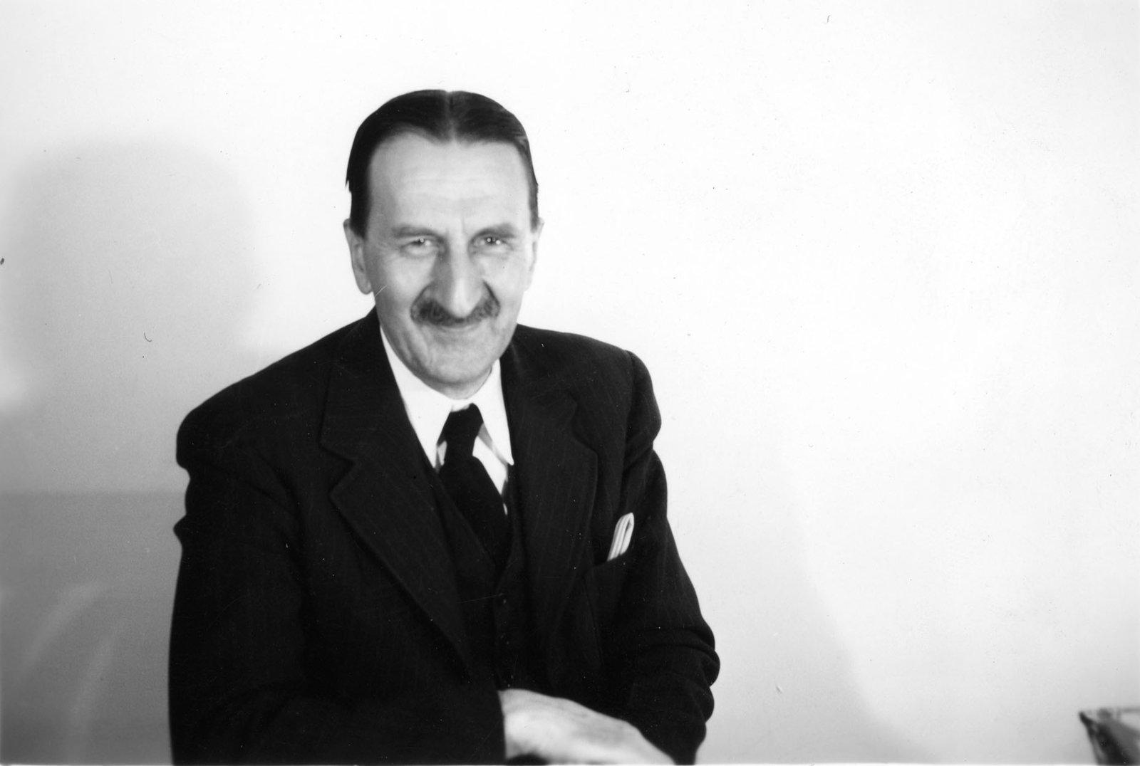 Leon Irschick
