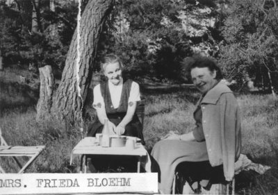 Frieda Bloehm and cousin