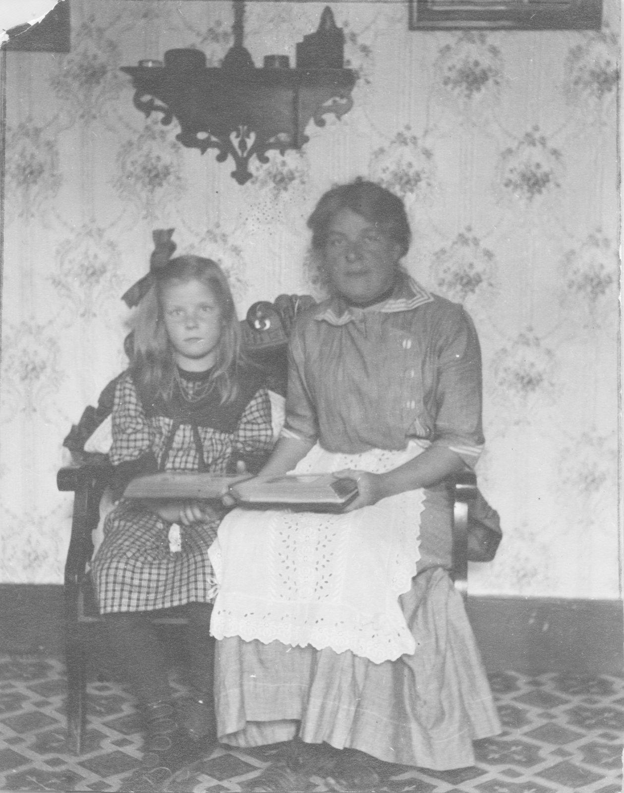 Gertrude Boehnke Kleine and daughter