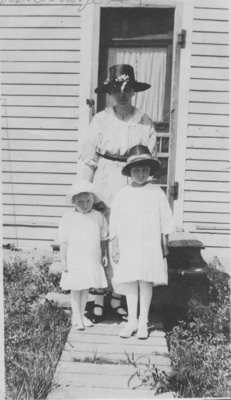 Charlotte Kupfer and daughters