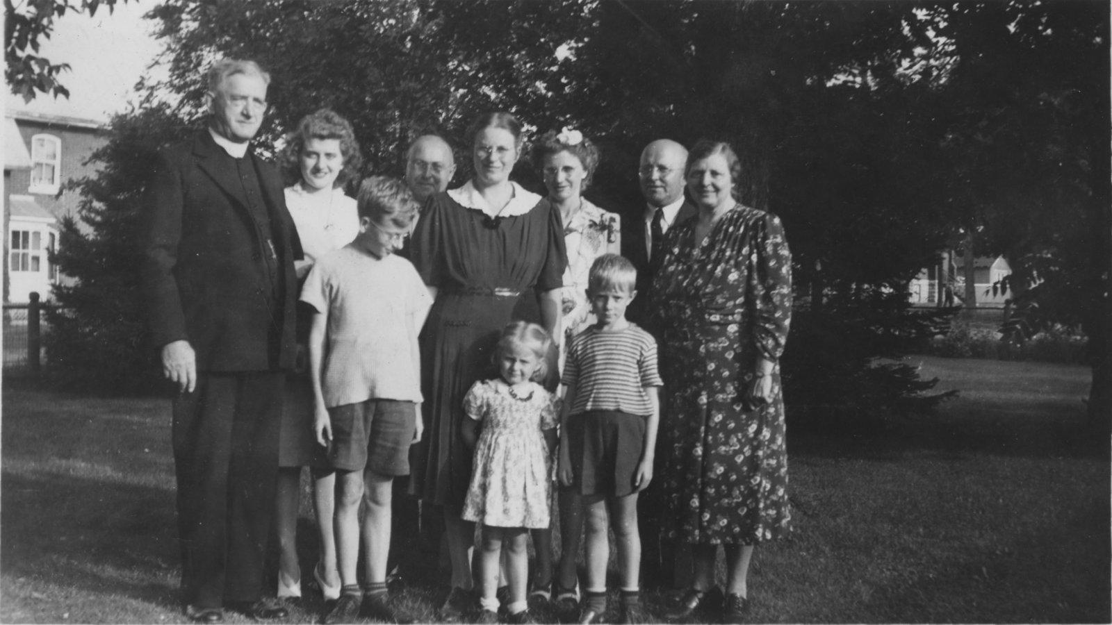Voss family, Hamester family, and Rev. Paulsen
