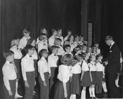 Alfred Kunz conducting the Concordia Children's Choir