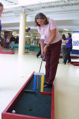 Charlotte Gibson playing golf during alumni awareness week 2002