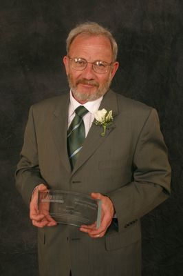 Laird Christie receiving the Hoffmann-Little Award, 2003