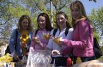 Students getting hot dogs at Victoria Park, 2002