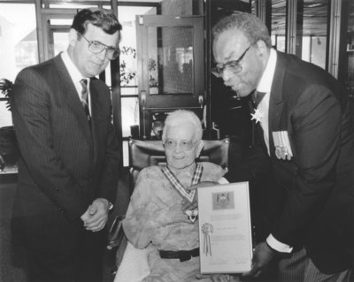Lieutenant Governor Lincoln Alexander presents Clara Bernhardt with the Order of Ontario, 1991