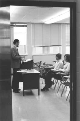 Gerald Noonan lecturing to students