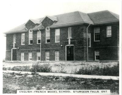 École modèle anglaise-française, Sturgeon Falls / English-French Model School, Sturgeon Falls