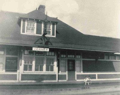 Gare de train, Verner / Train Station, Verner