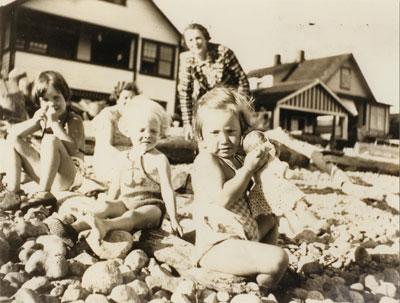 Children at Ambleside Beach