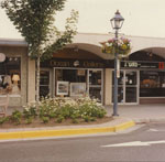 Stores on Marine Drive in Dundarave, between 23rd & 25th Streets