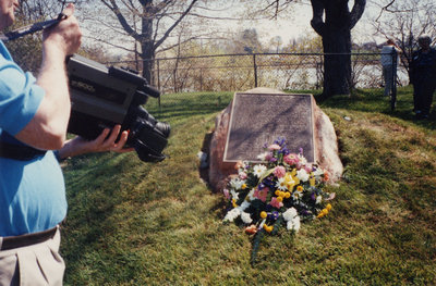 Colour photo of the Simcoe Point Pioneer Cemetery monument.